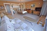 Verzorgd en comfortabel ingericht appartement met prachtig zicht. Woonkamer met 2 divanbedden voor 2 personen, ingerichte keukenhoek met microgolf, Badkamer met douche en toilet, 1 slaapkamer met 2 dubbelbedden, kleurentelevisie, lift en centrale verwarming.   (ref.: LESCALE/0203 (A/2))