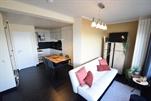 Vollständig renoviertes und sehr modern eingerichtetes Dachappartement. Wohnzimmer mit groBe Terrasse 20 m² . Küche-ecke mit Mikrowelle. Neue Badezimmer mit Düsche und Toilette. 1 Schlafzimmer mit Doppelbett und Blick auf das Meer + 1 Kinderzimmer mit Etagebet. Aufzug bis 8. Stock. Zentralheizung  (ref.: LESCALE/0902 (A/9))