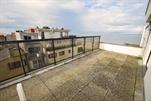 Schönes Dachappartement mit großer und sonniger Terrasse, einzigartige Aussicht auf die Dünen und seitlichem Meeresblick. Wohnzimmer mit 1 Bettcouch für 2 Personen, ausgestattete Küchenecke mit Microwelle, Flur, Toilette, Bad mit Dusche, 1 Schlafzimmer mit 1 Doppelbett, große Terrasse, Farb-TV, Lift und Zentralheizung. 9e Stock (ref.: CARLTON/1102)