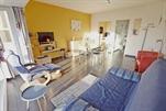 Volledig gerenoveerd en uiterst modern ingericht appartement op enkele passen van het strand. Woonkamer met 1 divanbed voor 2 personen, ingerichte keukenhoek met vaatwas en microgolf, hall, toilet, badkamer met douche, 1 slaapkamer met 1 dubbelbed + 1 opklapbed voor 1 persoon, kleurentelevisie, lift 1e verdieping (ref.: FABIOLA/1/O)