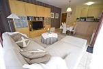 Luxueus en smaakvol ingericht appartement in een nieuwe residentie op enkele passen van het strand. Woonkamer met kleurentelevisie (lcd), ingerichte keukenhoek met vaatwas en microgolf, hall, apart toilet, badkamer met ligbad, 1 slaapkamer met 1 dubbelbed, 1 slaapkamer met 1 stapelbed (dubbelbed onderaan, éénpersoonsbed bovenaan), wasmachine, droogtrommel, private tuin, internettoegang, digitale tv en centrale verwarming. Gelijkvloers (ref.: DAUPHIN/7 0004)