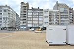 Smaakvol appartement gelegen op de eerste verdieping in een residentie op de Zeedijk, ideaal gelegen tussen het Albertplein en de minigolf. Mooie woonkamer (parketvloer) met gezellige eethoek en panoramisch zeezicht. Moderne open keuken met alle apparatuur. 2 Slaapkamers en 1 badkamer. Garage voorzien voor 1 wagen in de onmiddellijke omgeving. (ref.: BOUEE/1F)