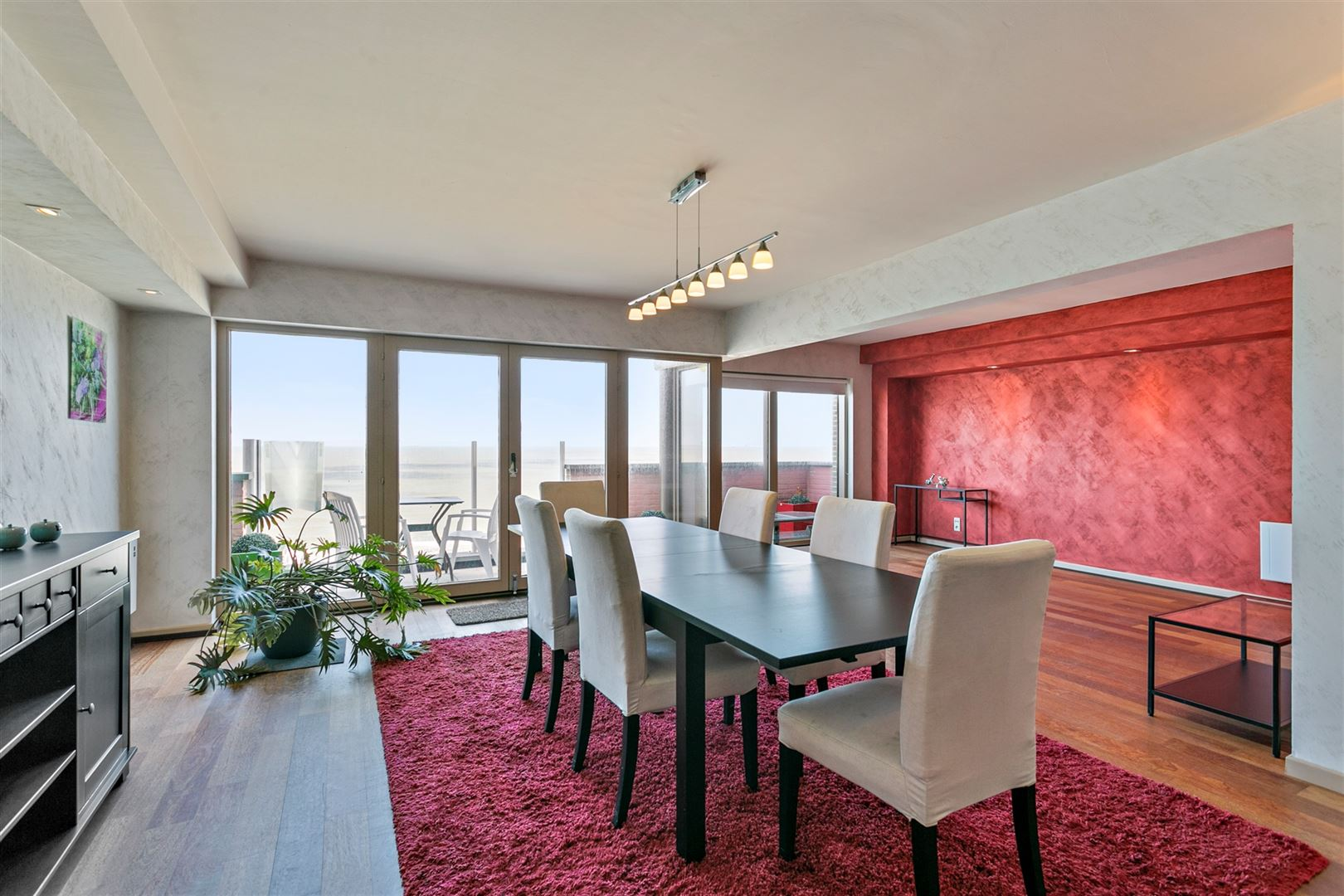 <a class='showAction btn-primary btn' href='/nl/vastgoed/1/bz621/appartement-penthouse-blankenberge-te-koop-herverkoop-3-slaapkamers-zeedijk-108'>Ontdek deze aanbieding »</a>